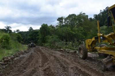 Estradas danificadas pela chuva são recuperadas na Linha do Moinho