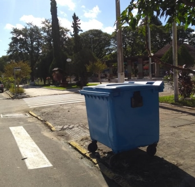 Novos containers de lixo