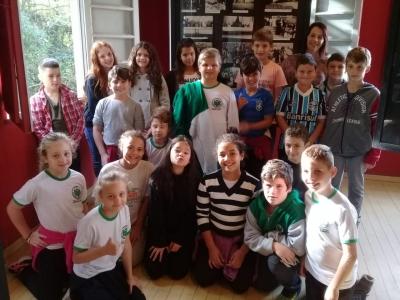 Museu fotográfico recebeu visita de alunos da Escola Adelina Zanchi