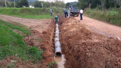 Investimento em bueiros melhora o escoamento de água em diversos pontos do município