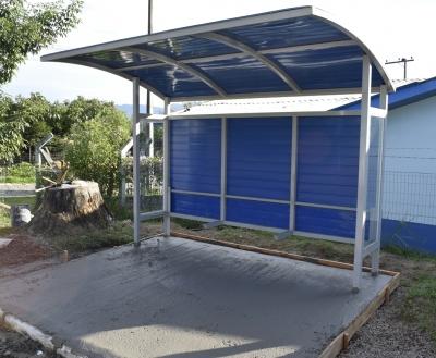 Prefeitura está instalando novas paradas de ônibus