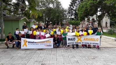 Caminhada para marcar o Maio Amarelo