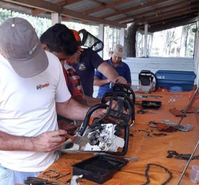 Curso de operação e manutenção de motosserras é concluído com sucesso