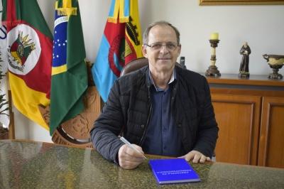 Vice-prefeito Lourenço Domingos Moro assume a Administração Municipal