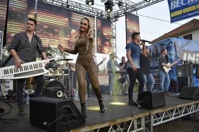 Show com a Banda Indústria Musical movimenta o feriado em Faxinal do Soturno