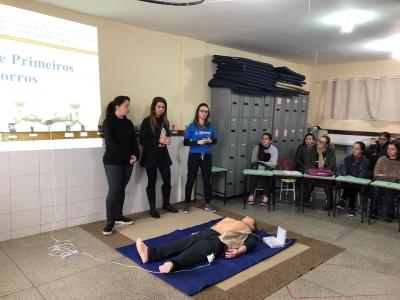 Profissionais da Educação participam de treinamento sobre primeiros socorros