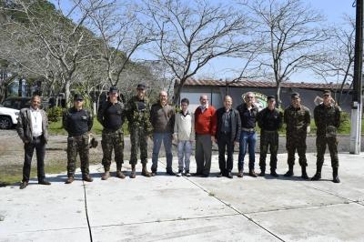 Prefeito e secretários visitam militares no Parque de Exposições