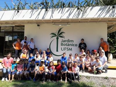 Alunos da Escola Padre Pedro Copetti, do Programa AABB Comunidade e do Projeto Ciranda realizam passeio ao Jardim Botânico da UFSM