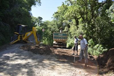 Secretaria de Obras recupera estrada para a Ermida de São Pio