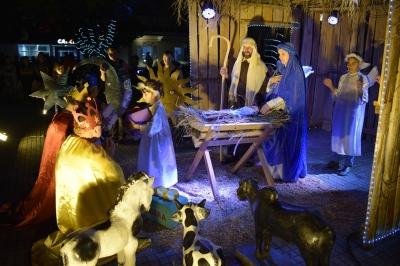 Encenação do presépio e show sertanejo concluem o Natal Canto e Luz 2019