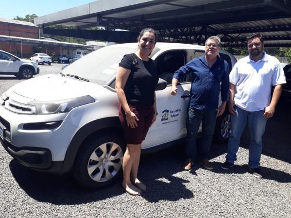 Novo carro do Conselho Tutelar passa por vistoria em Porto Alegre