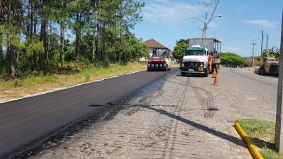 Della Pasqua inicia colocação do asfalto na Avenida