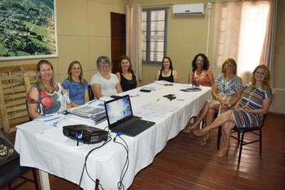 Secretaria de Educação realiza reunião com diretoras das escolas municipais