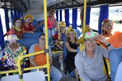 Caravana da alegria visita as escolas na volta às aulas