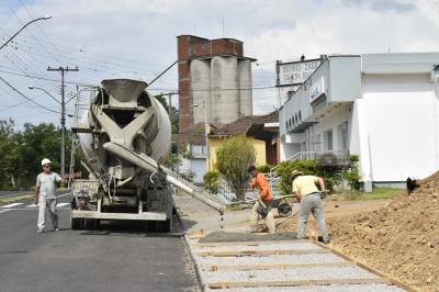Obra do asfalto se encaminha para a conclusão