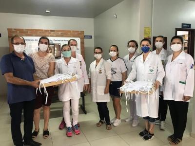 Artesãs confeccionam máscaras para os profissionais da saúde
