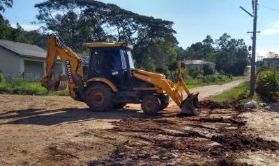 Secretaria de Obras canaliza duas redes de esgoto no Sítio Alto