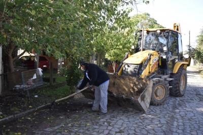Secretaria de Obras realiza mutirão de limpeza na Verde Teto