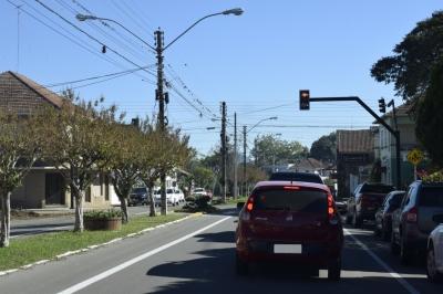 Semáforo já está operando no cruzamento entre a Avenida Vicente Pigatto e a Rua 30 de Novembro