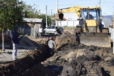 Secretaria de Obras amplia rede de esgoto na Vila Verde Teto