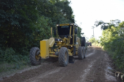 Secretaria de Obras recupera estrada na Linha Formosa