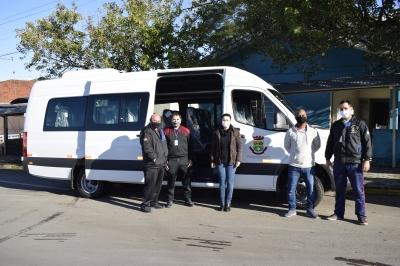Secretaria da Saúde adquire van para o transporte de pacientes