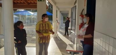 Escolas municipais realizam nova entrega de atividades domiciliares