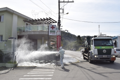 Pontos de maior circulação do perímetro urbano são sanitizados