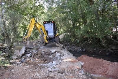 Secretaria de Obras recupera barragem dos Dalmolin