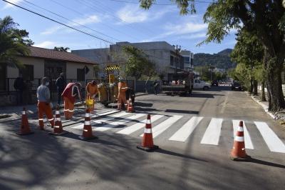 Prefeitura realiza pintura de sinalização no perímetro urbano