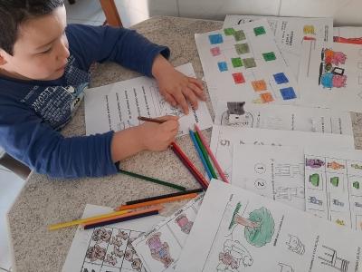 Em nova entrega de atividades domiciliares, Educação pede apoio das famílias
