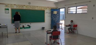 Escolas da rede municipal recebem alunos para reforço presencial