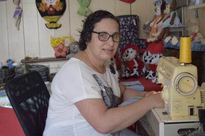 Artesanato como terapia e fonte de renda: conheça o trabalho das artesãs da Casa de Faxinal