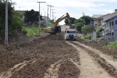 Secretaria de Obras prepara trecho da Rua Castro Alves para calçamento