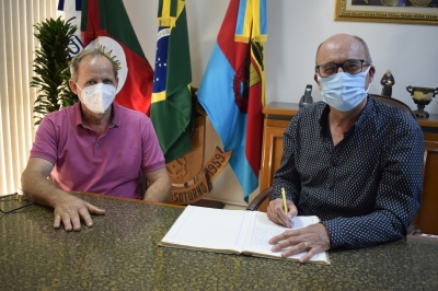 Prefeito Clovis entra em férias e vice Lourenço assume a Prefeitura