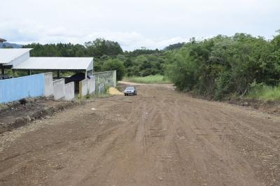 Secretaria de Obras reabre rua que dá acesso a garagem da Saúde