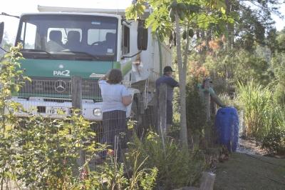 Secretaria de Obras e bombeiros realizam entrega de água nas propriedades rurais
