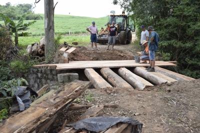 Secretaria de Obras reforma pontes no Sítio Alto