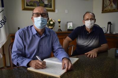 Prefeito Clovis retorna das férias e viaja a Brasília com o vice Lourenço