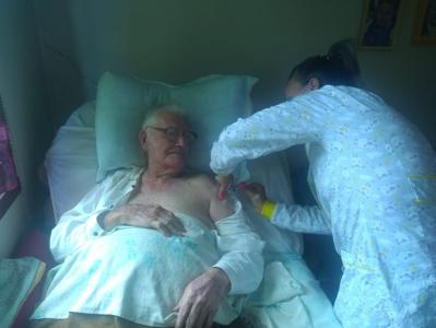 Saúde inicia vacinação de idosos acamados