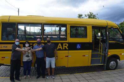Educação adquire novo ônibus para o transporte escolar