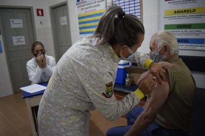 Saúde realiza vacinação em Santos Anjos