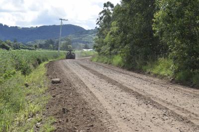 Secretaria de Obras dá continuidade a recuperação de estradas