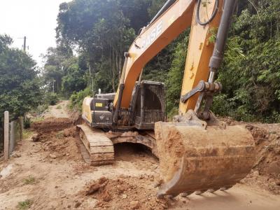 Secretaria de Obras reabre estrada na Toca da Raposa