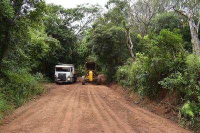 Secretaria de Obras recupera estradas em Linha Formosa e Cerro Comprido