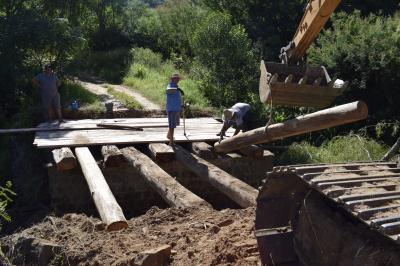 Secretaria de Obras conserta ponte em Novo Treviso