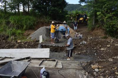Secretaria de Obras inicia recuperação de barragem na Linha Guarda Mor