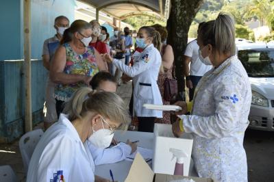 Mais 300 pessoas são imunizadas contra a Covid-19 em Faxinal