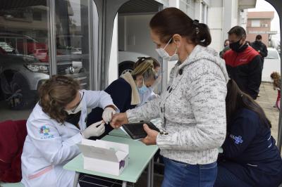 Cerca de 400 pessoas foram testadas contra a Covid-19 no último sábado (15)