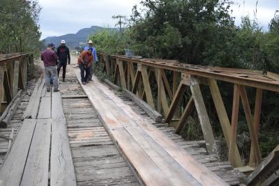 Secretaria de Obras realiza melhorias na ponte sobre o Rio Guarda-Mor